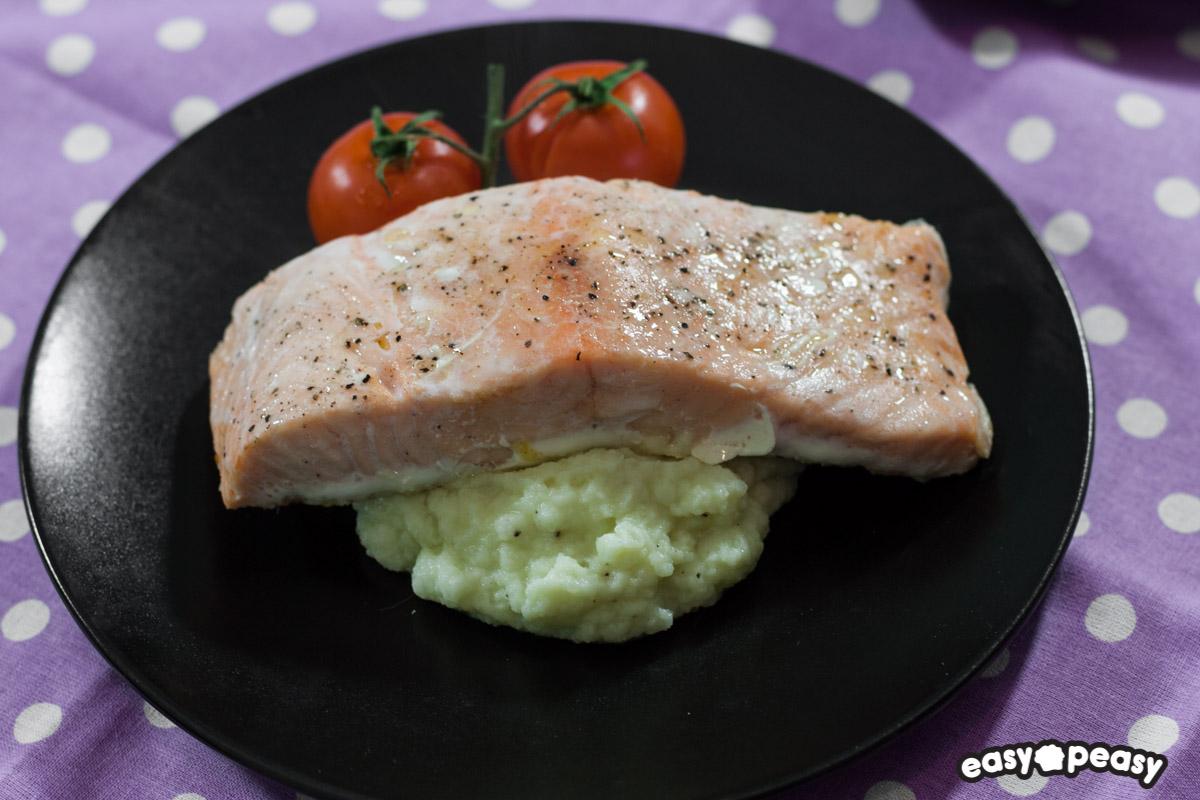 Filetto di salmone con purè di cavolfiore.
