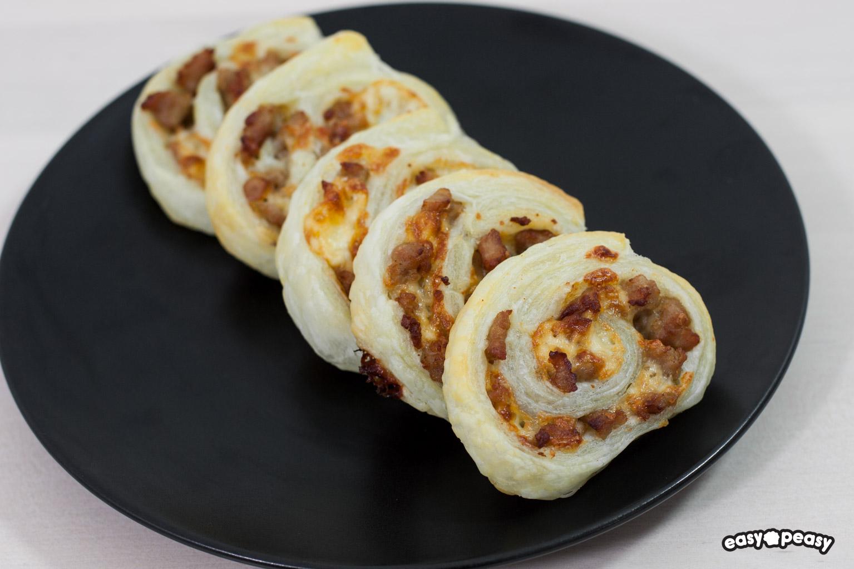 Rotolini alla salsiccia.
