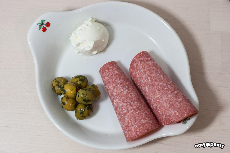 Rotolini salame e formaggio